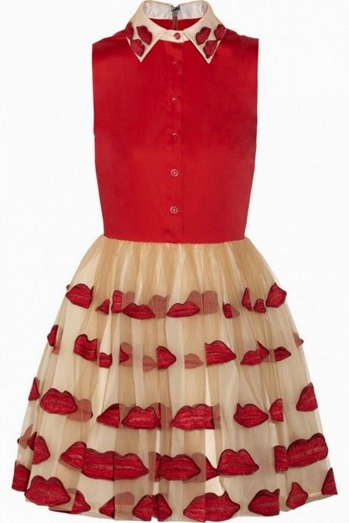 Kırmızı-dudak-desenli-elbise
