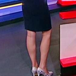 Dionne toont haar benen in sexy jurkje en hoge hakken