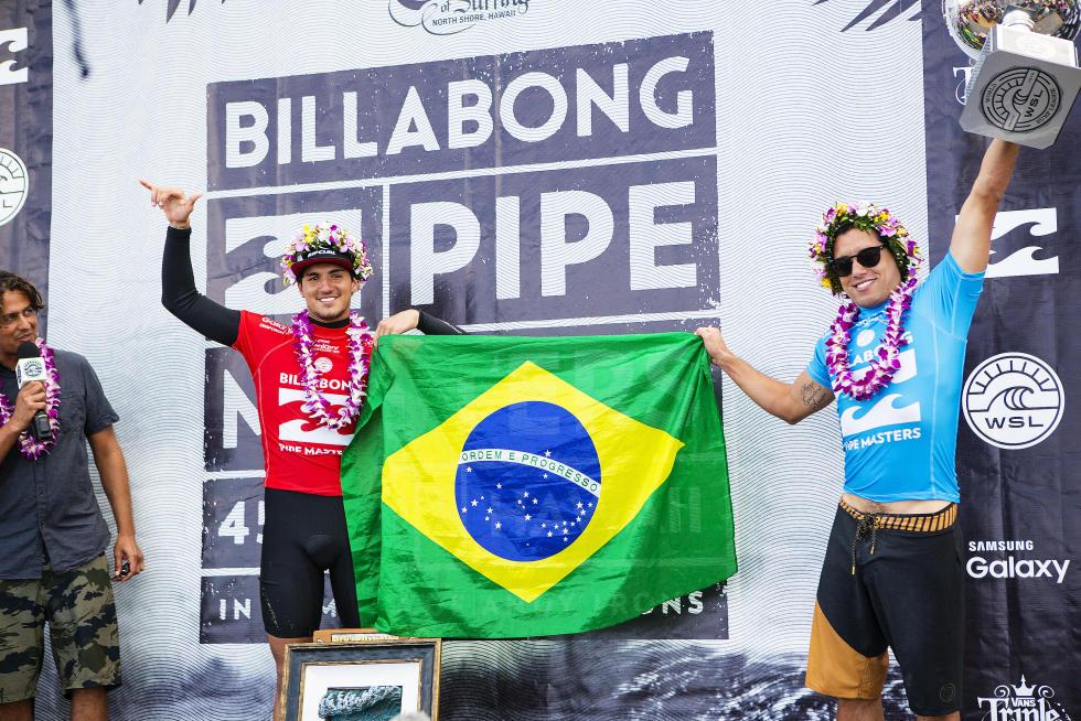 3 Gabriel Medina and Adriano de Souza 2015 Billabong Pipe Masters Foto WSL Kirstin Scholtz