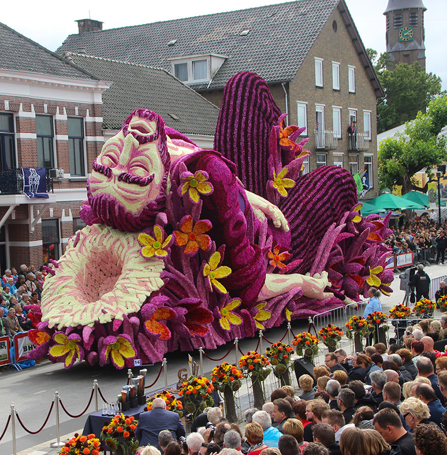 """In Zundert, in the South of the Netherlands, we are crazy about our flower parade"" - 19 Giant Flower Sculptures Honour Van Gogh At World's Largest Flower Parade In The Netherlands"