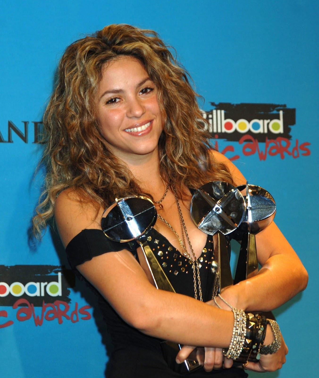 http://3.bp.blogspot.com/-v4gELRWE00Y/T7kfMYnJKhI/AAAAAAAANNI/G4iWSv1Q_qw/s1600/xl_Shakira_CV1%7E3.jpg