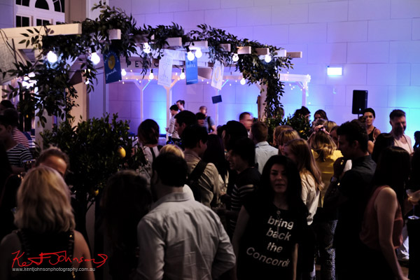 The bar and the crowd, The Social Party at Pelicano David Jones for VFNO