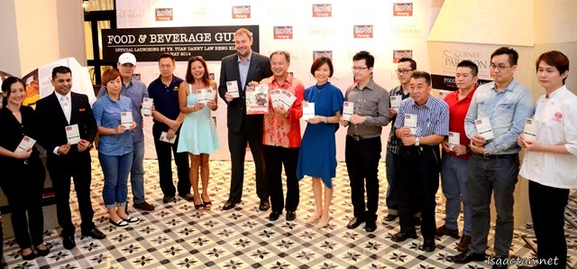 The VIPs with the various F&B representatives of Gurney Paragon Mall