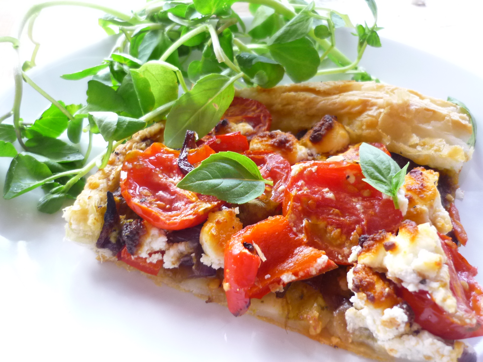 ... : Goats cheese, cherry tomato and caramelised red onion tart