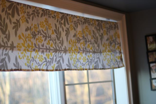 Simple Kitchen Valance our life in a click: simple no-sew valance from a tablecloth