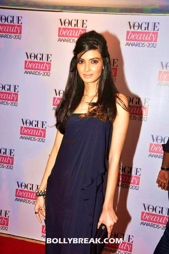 Diana Penty in black simple dress - (2) - Deepika, Nargis Fakhri and others @'Vogue Beauty Awards 2012'