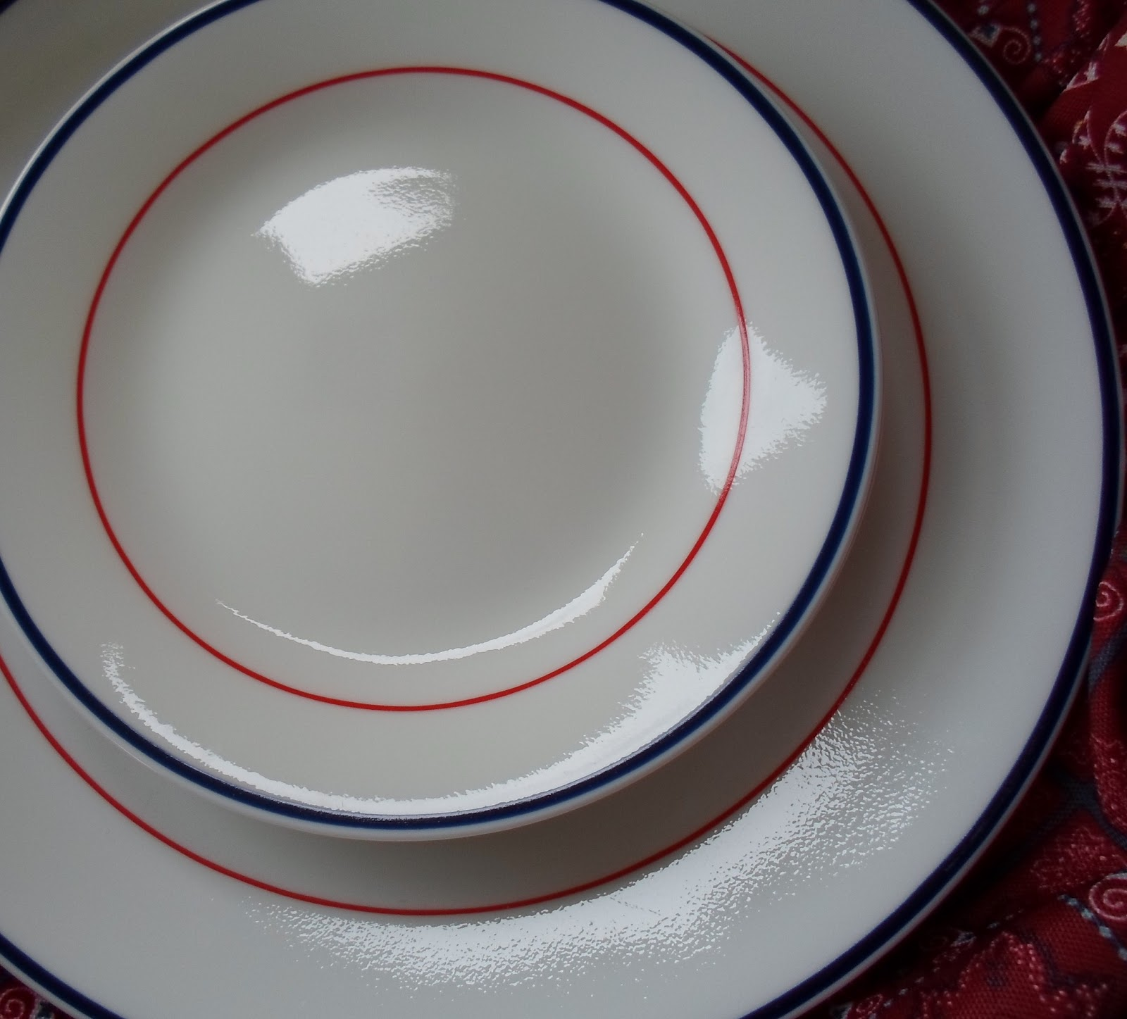 ... a set of 4 Corelle dinner plates and dessert plates with a red and blue border! They were $5 and will be my every day dishes from Memorial Day through ... & Happier Than A Pig In Mud: Went Junkin! Red White and Blue Corelle