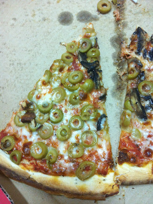 לא יודע איך זה, אבל זיתים של פיצה יותר טעימים מזיתים אחרים