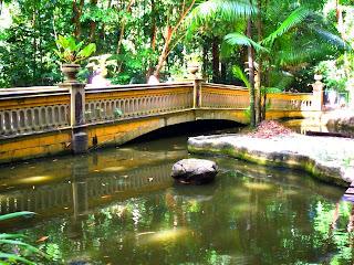 Ponte sobre o lago do Bosque Rodrigues Alves