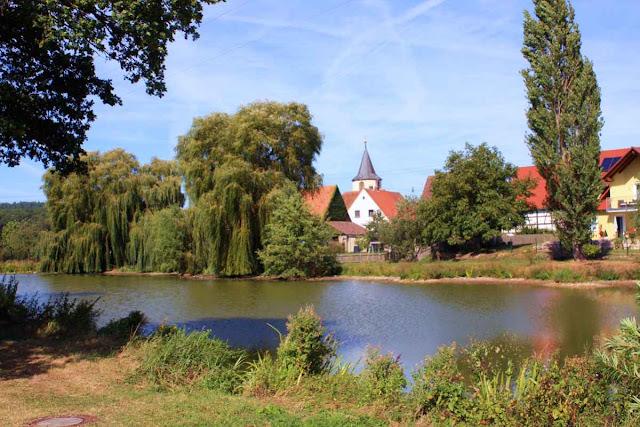Am Dorfweiher von Birklingen © Copyright Monika Fuchs, TravelWorldOnline