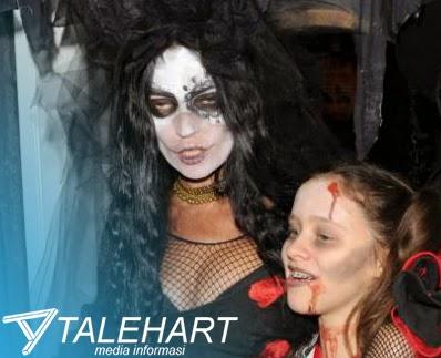 Kostum Hallowen Terseram yang di Pakai oleh Selebriti Cantik dan Seksi