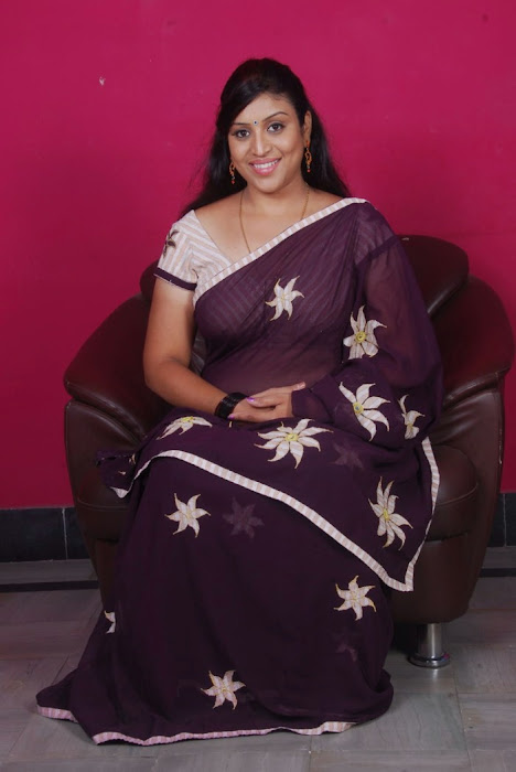 uma character artist in saree glamour  images