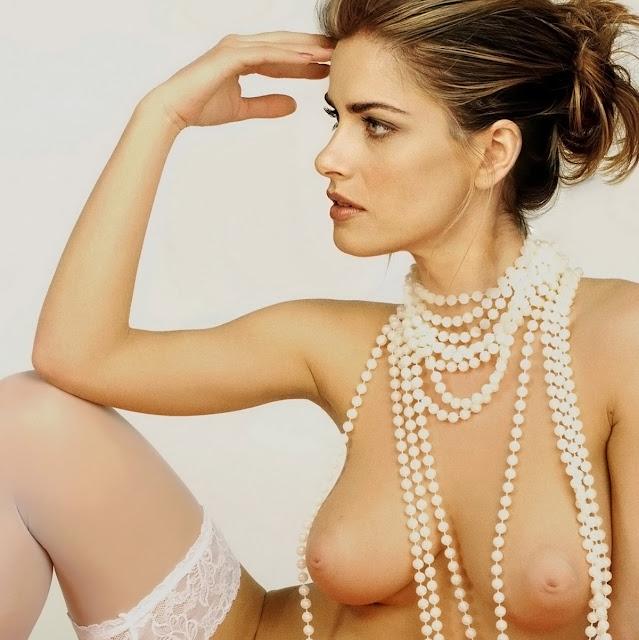 Amanda Peet Nude