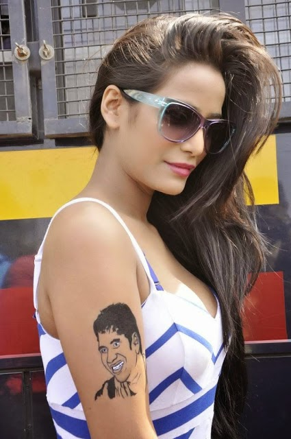 Nasha Fame Heroine Poonam Pandey Hot Pictures With Sachin Tattoo