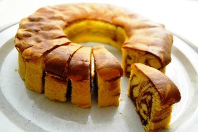 Marmer Cake atau kadang dikenal juga sebagai zebra cake Tips Membuat Marmer Cake Lezat
