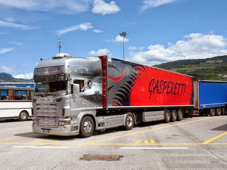 trattore stradale Scania R 470 Top line con semirimorchio frigo