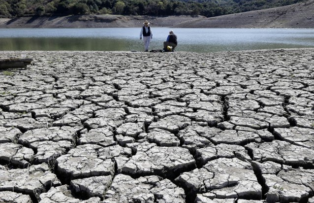 This March 13, 2014 file photo shows cracks in the dry bed of the Stevens Creek Reservoir in Cupertino, Calif. (Credit: AP, Marcio Jose Sanchez) Click to enlarge.