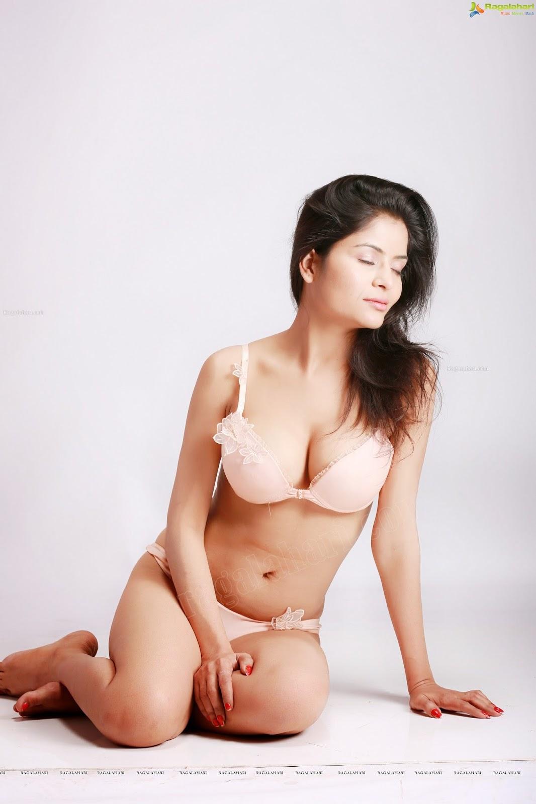 Latest hot Gehana vasisth HQ Bikini pictures