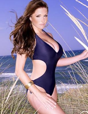 lucy_pinder_glamour_model_hot_wallpaper_in_bikini_fun_hungama_forsweetangels