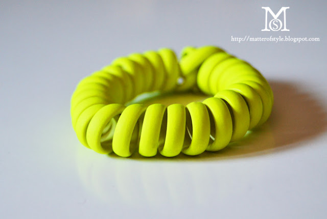 neon bracelet, neon diy, spray paint diy, fashion diy, coil bracelet, bracelet diy, jewelry diy, summer diy