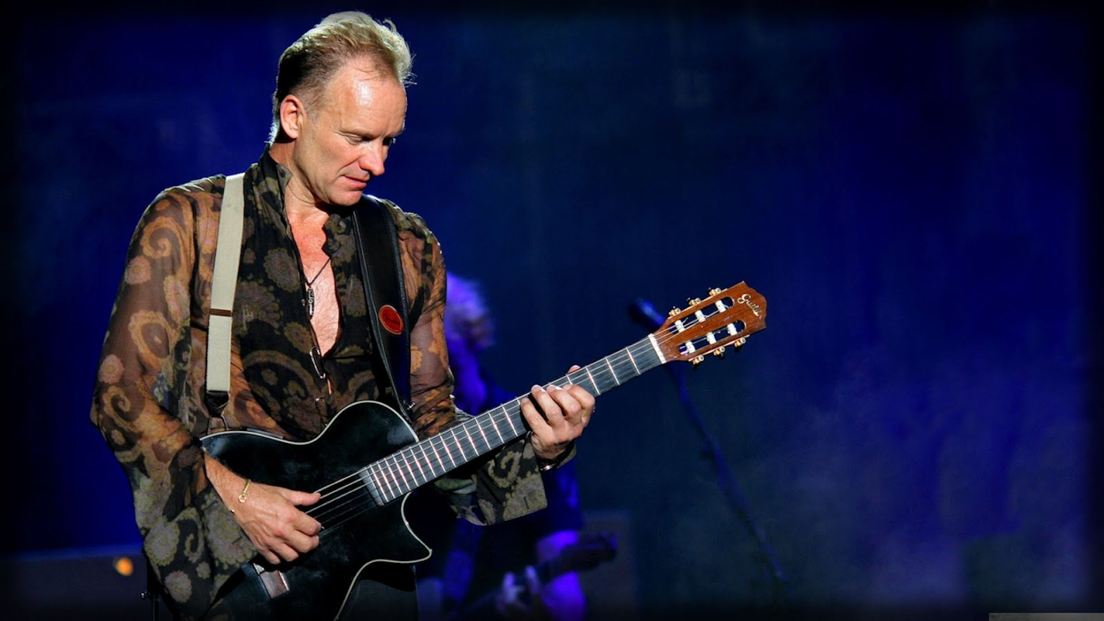"Sting canta ""I love her but she loves someone"""