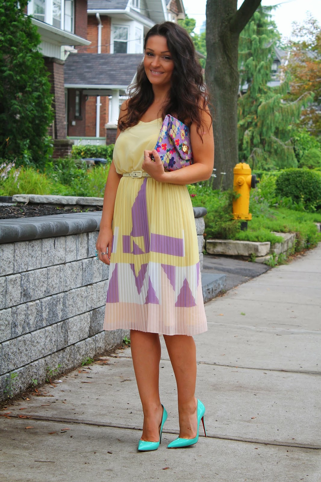 Feminine summer dress, feminine pastel dress, feminine yellow dress, pleated dress, summer outfit, blogerke, canadian fashion blogger, toronto street style
