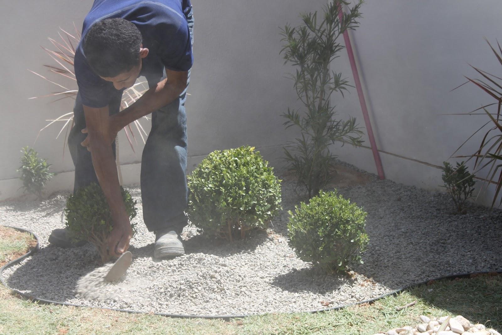 seixos para jardim em sorocaba: paisagismo_ifsertão_rural: Instalação Jardim Residencial