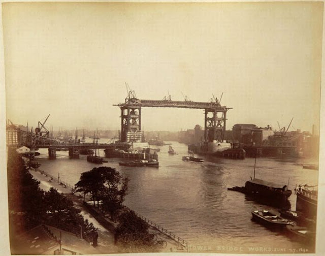 Rare photos of london bridge