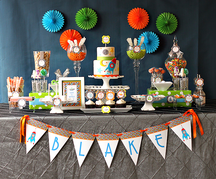 Blast off blake is 5 the couture cakery for Decorations for outer space party