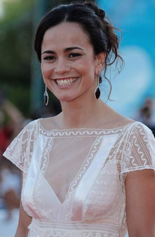 Alice Braga Hairstyle 25