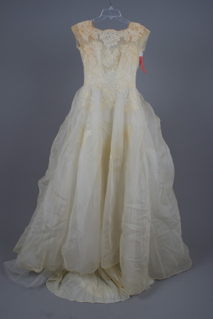 Bridal gown cleaning preservation follow a 50 year old for Wedding dress cleaning seattle