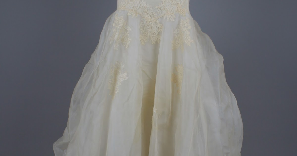 Bridal gown cleaning preservation follow a 50 year old for How to clean your wedding dress