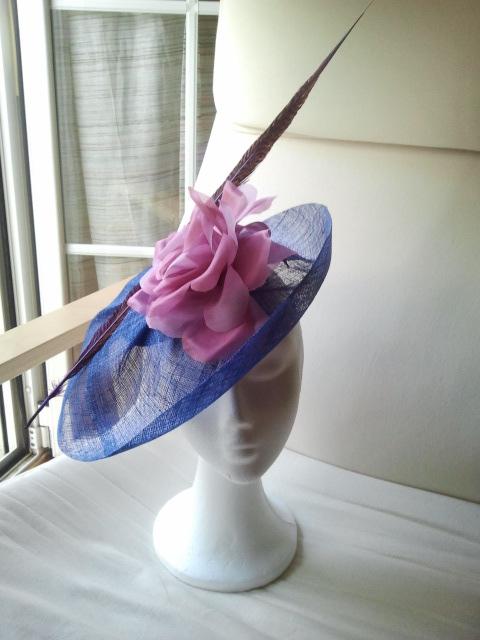 tocado, ala, sinamae, flor de seda, azul, malva, pluma de faixán, fuxia, barato, económico, bodas
