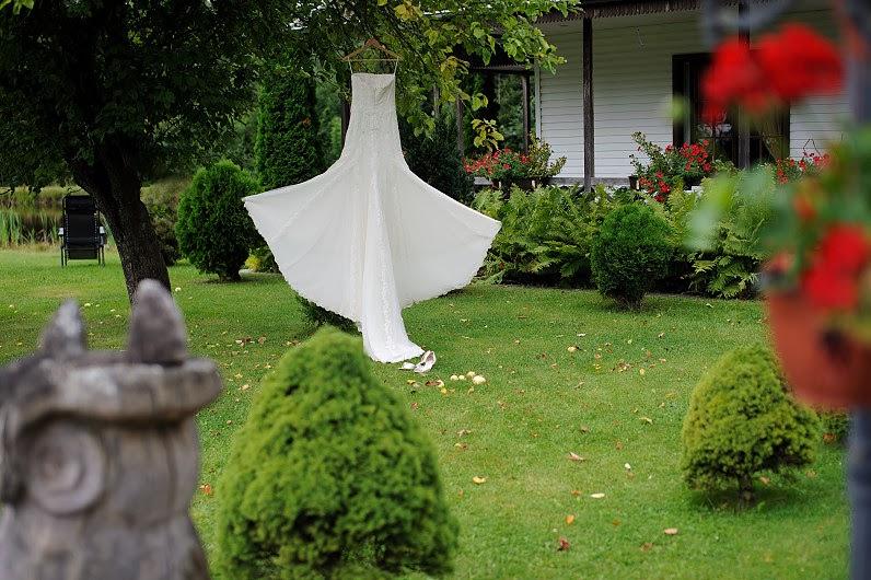 vestuvinės suknelės gamtoje