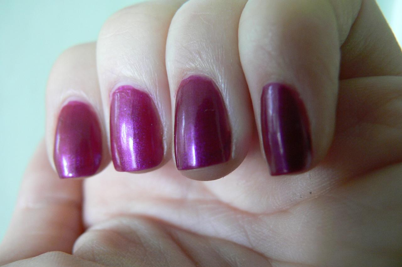 Eveline, Colour Show, nr 431 na paznokciach fiolet z drobinkami