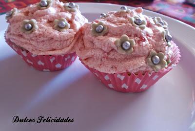 Cupcakes de naranja y fresas naturales