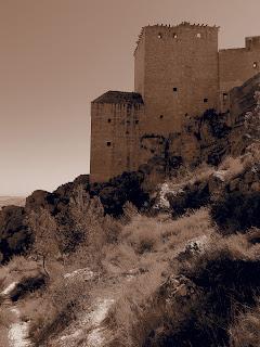 El castillo del conde Wifredo en El Códice Negro es el Castillo de las Arenas o Castillo de Sant Ferrán, Berga - Barcelona, aunque la fotografía corresponde al Castillo de Mula - Murcia