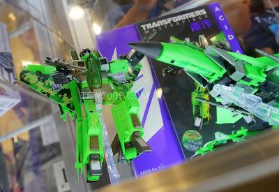 Hasbro/Takara Transformers Masterpiece Toys R Us Exclusive Acid Storm