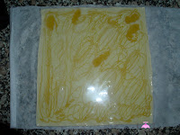 Lacitos de Hojaldre y Miel-añadiéndole miel