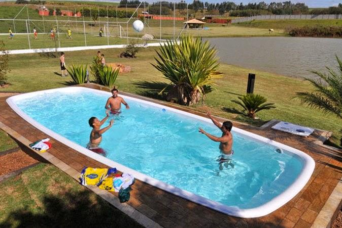 Fotos de piscinas residenciais de fibra imagens e fotos for Piscina residencial