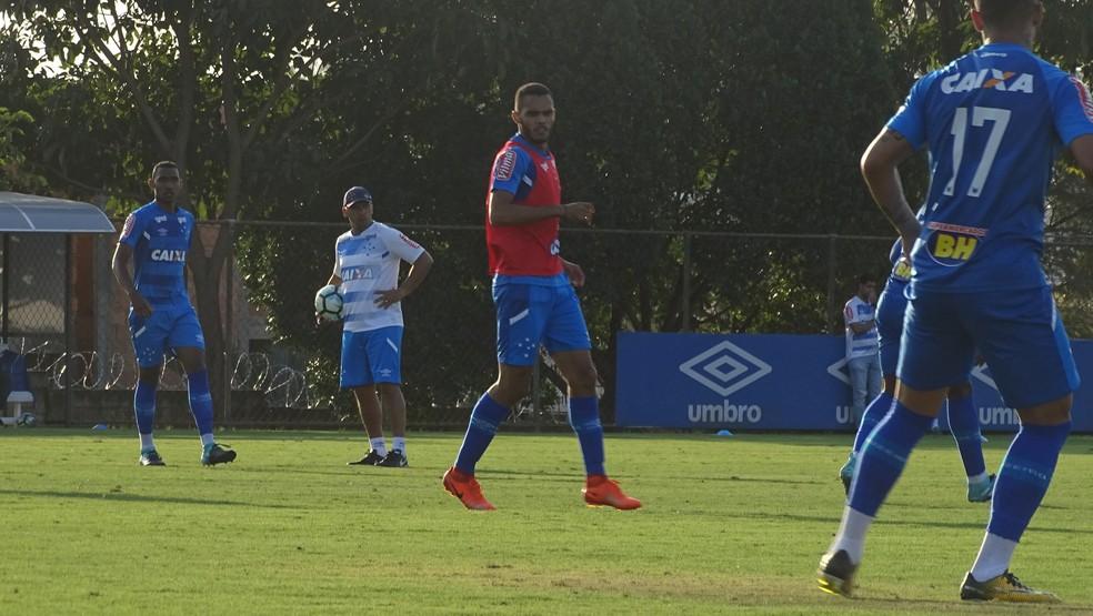 Careca participa de primeiro treino na Toca para ser observado pelo Cruzeiro