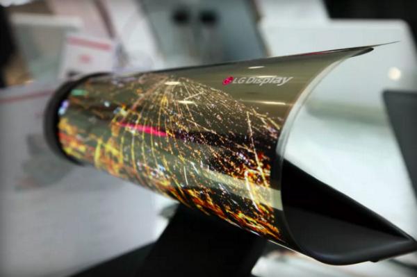 إل جي تكشف عن أول شاشة قابلة للطي في CES 2016