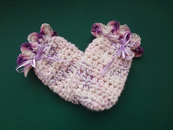 Free Crochet Pattern ~Easy Peasy Baby Mitts http://www.niftynnifer.com/2014/11/easy-peasy-baby-mitts.html