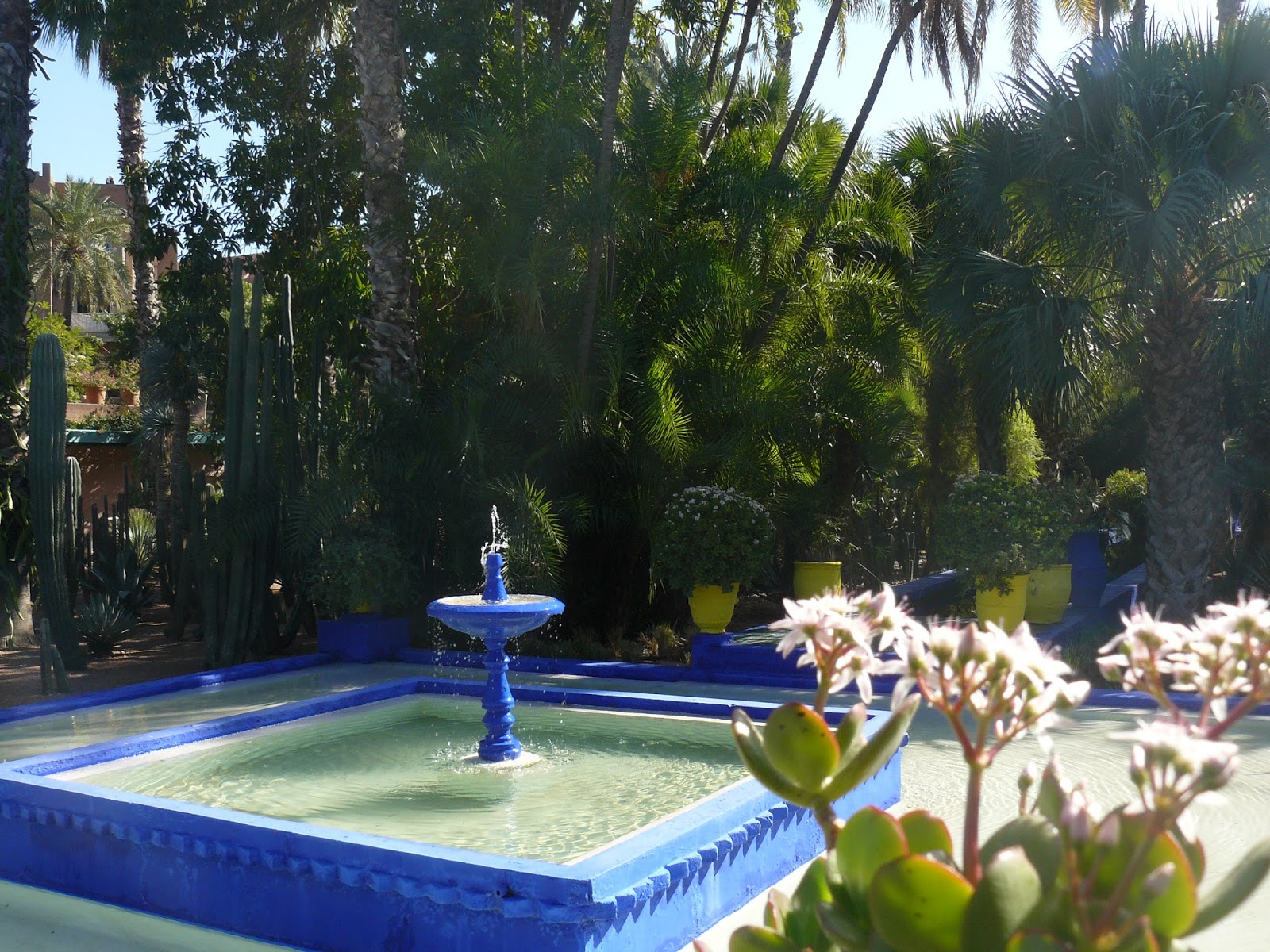 los rincones con agua siempre estn presentes en los jardines rabes en muchas ocasiones la fuente es el centro del jardn o el elemento principal