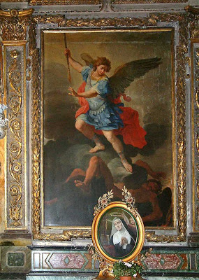 Imagem do arcanjo São Miguel que estava no altar do milagre