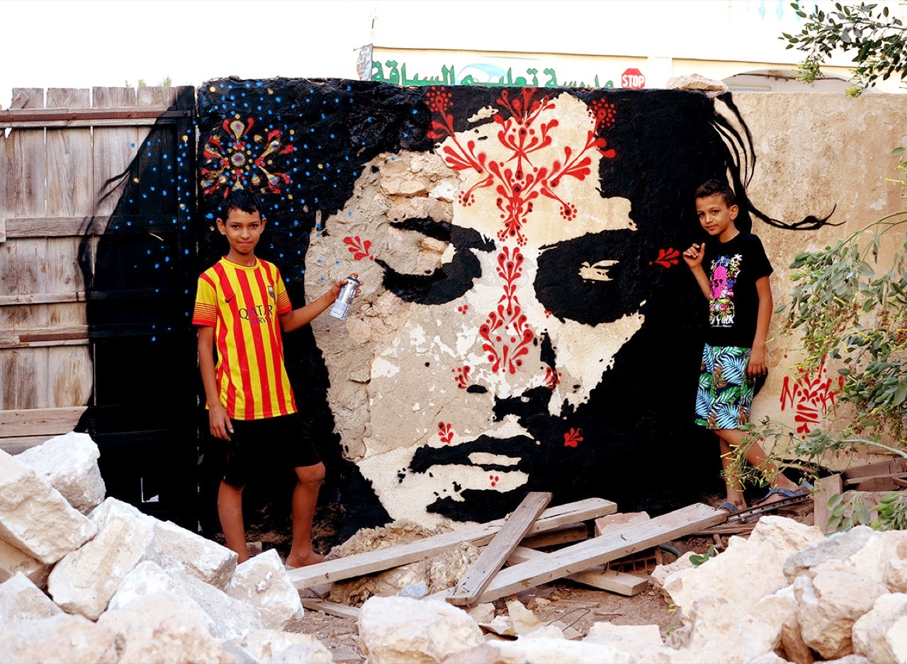 After a first series of pieces a few days ago, Stinkfish just sent us a second batch of murals and artworks which he painted during his stay in Djerba, Tunisia.