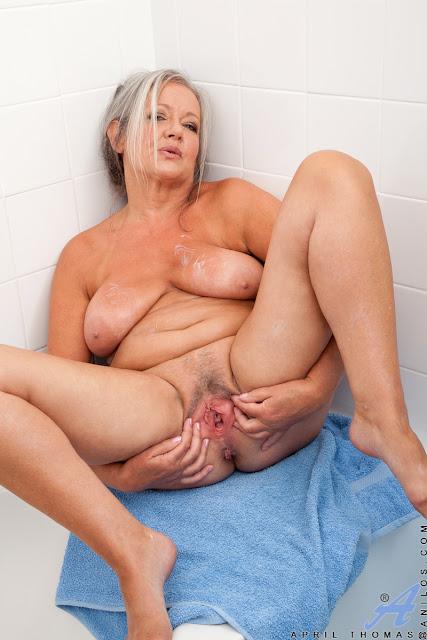 Волосатые пожилые голые бабы фото