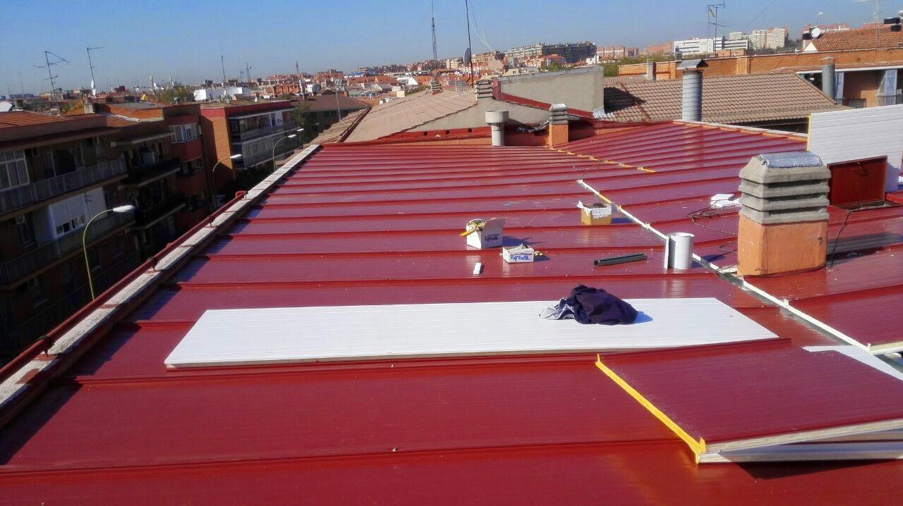 Reparacion tejado con panel s ndwich por construcciones for Tejados de chapa sandwich precios
