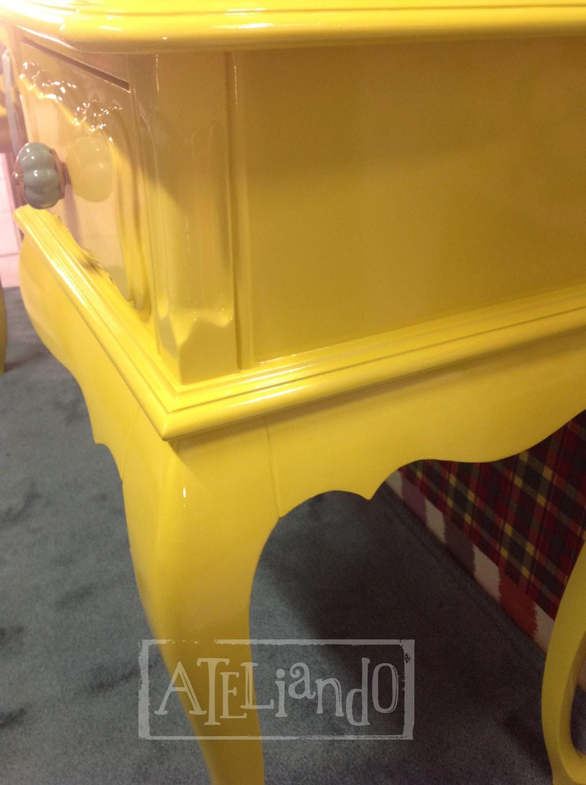 Customização de móveis antigos: Escrivaninha Antiga Yellow #BD940E 1195x1600