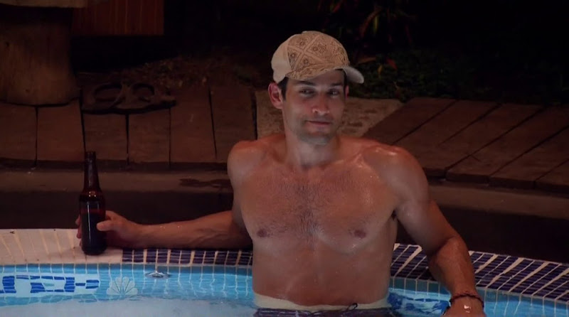 Mike Spiro Shirtless in Love in the Wild s1e05